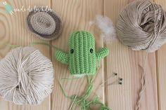CAL Cactus – ¡Patrón cactus amigurumi GRATIS! – Amigurumi Duende de los Hilos Tiny Teddies, Crochet Cactus, Crochet Keychain, Yarn Projects, Softies, Free Crochet, Knitted Hats, Free Pattern, Crochet Patterns