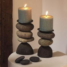 Diy Candle Holders, Diy Candles, Decorative Candles, Pillar Candles, River Rock Crafts, River Rock Decor, Candle Art, Candle Sconces, Stone Crafts