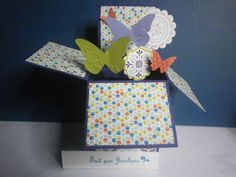 Carte-boite Pop up ouverte. Tuoriel : http://www.splitcoaststampers.com/resources/tutorials/popupboxcard/