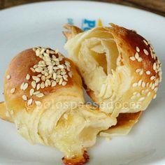 Croissant de queijo. Acabou de sair do forno!! #padariapolos #goiania  (em Polos Pães e Doces)