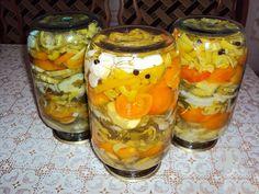 Echipa Bucătarul.tv vă oferă o rețetă delicioasă de salată de legume în jeleu… Pickling Cucumbers, Tomato Vegetable, Russian Recipes, Preserves, Pickles, Mason Jars, Stuffed Peppers, Dishes, Canning