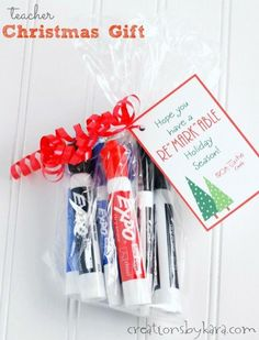 Christmas Gift for teachers- dry erase marker set. All teachers love practical gifts they can actually use!