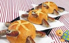 Schildkrötenparade: Kaiserbrötchen mit Bratwürstchen and hollowed out/filled with soup and re-topped # Food and Drink art fun Creative Kitchen, Creative Food, Cute Food, Good Food, Yummy Food, Comida Diy, Snacks Für Party, Party Party, Food Decoration