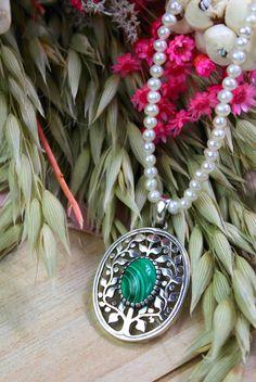 #tracht #schmuck #perlenkette #trachtenschmuck #dirndl Washer Necklace, Jewelry, Malachite, String Of Pearls, Dirndl, Jewlery, Bijoux, Jewerly, Jewelery