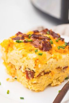 This breakfast casserole is made in the Crockpot or slow cooker and is super versatile, making it perfect for entertaining in winter, the holidays, or Mothers Day Brunch. With hashbrowns, eggs, onions, cheese, and your protein of choice (with vegetarian options!), it's loaded with flavor and is so easy and quick to make. #crockpot #slowcooker #breakfast #lowcarb