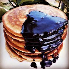 mari plateau: Pancakes με Γιαούρτι Και Σοκολάτα Pancakes, Breakfast, Desserts, Food, Morning Coffee, Tailgate Desserts, Deserts, Essen, Pancake