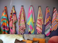 cute blanket storage idea for cozy spaces Textiles, Textile Patterns, Textile Design, Color Patterns, Print Patterns, Diy Accessoires, Vintage Blanket, Jolie Photo, Vintage Colors