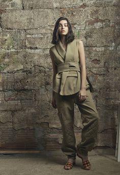 Rosie Assoulin Resort 2017 Fashion Show via style.com #thedigitalweaver.com