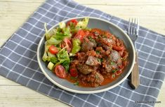 Ficat de pui cu sos de roșii, usturoi și legume - mâncare sau tocăniță de ficăței | Savori Urbane Clean Eating, Gluten, Beef, Dinner, Cooking, Food, Recipes, Healthy Crock Pot Meals, Meat