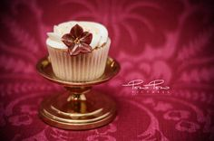 Pow Pow Pictures takes food photography to a new level with some delicious cupcakes. Cupcake Photography, Food Photography, Yummy Cupcakes, Great Shots, Panna Cotta, Ethnic Recipes, Dulce De Leche, Delicious Cupcakes