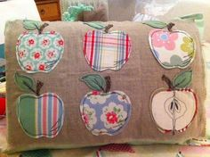 Made by Elaine Gates using free Bustle & Sew Appley Dappley pattern. Freehand Machine Embroidery, Free Motion Embroidery, Free Machine Embroidery, Embroidery Applique, Applique Cushions, Patchwork Cushion, Sewing Pillows, Sewing Appliques, Applique Patterns