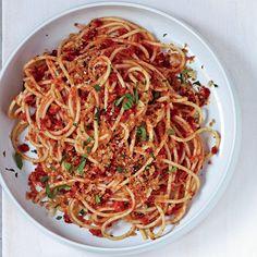 Spaghetti with Sun Dried Tomato Almond Pesto #quickandeasy #vegetarian #MeatlessMonday