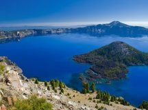 Crater Lake National Park Oregon – Kratermeer in Oregon.  The Lake is 2000 feet deep and stands on the top-7 list of deepest lakes and/or lagoons in the world.  Pictures don't do it justice.