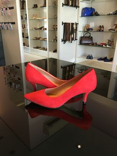 Você vai amar o conforto desse #scarpin saltinho em couro nobuck #koquini #sapatilhas #euquero Compre Online: http://koqu.in/1pKhv8z
