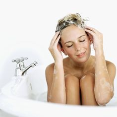 These are the NEW hair washing rules (like no-poo and skipping washes altogether! Grey Hair Without Dye, New Hair, Your Hair, Top Celebrities, Hair Remedies, Tips Belleza, Bad Hair Day, Hair Type, Hair Hacks