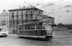 Fotogalerie: Lokomotiva 354.1217 na přejezdu přes Zenklovu ulici na Palmovce, 13. 6. 1980