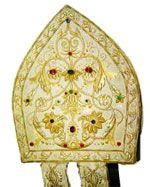 MITRIA Cappello usato dal Vescovo durante le celebrazioni liturgiche. le due striscette di stoffa che dalla nuca scendono sulle spalle si chiamano infule