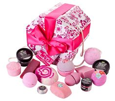 Think Pink Gift set - Lush does an all pink set. Lush Cosmetics, Handmade Cosmetics, Lush Gift Set, Gift Sets, Lush Shop, Lush Fresh, Lush Bath, Perfume, Birthday Wishlist