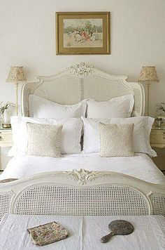 Lovely bedroom (from Shabby and Charme).I love this bed for a guest bedroom White Rooms, White Bedroom, Dream Bedroom, White Headboard, Pretty Bedroom, Shabby Chic Bedrooms, Guest Bedrooms, Guest Room, French Bed