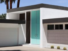 Mid-Century Modern Style Curb Appeal from West-South. How to know if you have a Mid-Century Modern or a Ranch. Mid Century Modern Door, Mid Century Exterior, Mid Century House, Mid Century Modern Design, Interior Design Help, Brick Paneling, House Built, Modern Exterior, Mid-century Modern
