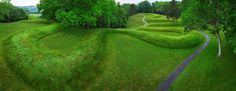 Nominated as a World Heritage Site, Serpent Mound is the largest surviving example of a prehistoric effigy mound in the world. Stretching 1,348 feet over the ground, the beautifully preserved ancient earthwork depicts the form of an undulating serpent with an oval shape at the head.