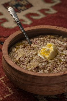 It's a special porridge, almost national cooking treasure – is perfectly simple, but cooking time is very long. Harissa should be cooked for 6 hours until chicken meat is so soft that falls into thin fibers. And I have to admit, it tastes scrumptious. Armenian Recipes, Lebanese Recipes, Armenian Food, Middle East Food, Middle Eastern Recipes, Grandma Cooking, Around The World Food, Weird Food, Mediterranean Recipes