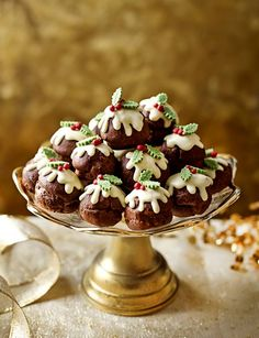 Chocolate profiterole Christmas puddings recipe , sweet party canapes or Christmas Eve dinner party dessert Christmas Afternoon Tea, Christmas Tea Party, Christmas Desserts Easy, Xmas Food, Christmas Sweets, Christmas Cooking, Noel Christmas, Christmas Stuff, Mini Christmas Puddings