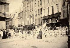 Photo de la barricade de la rue de la Roquette, place de la Bastille, le 18 mars 1871