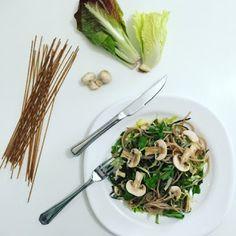 ... saboroso prato é diversão garantida para você e sua família: Experimente a salada de macarrão com cogumelos frescos...Hmmmm... que fome! ~ receitas3x