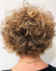 Short Curly Haircuts for Fine Hair 2020 20 Chicest Hairstyles for Thin Curly Hair – the Right Hairstyles Short Curly Haircuts, Haircuts For Fine Hair, Curly Bob Hairstyles, Short Hair Cuts, Short Hairstyle, Curly Short, Celebrity Hairstyles, Wedding Hairstyles, Blonde Curly Bob