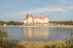 Schloss Moritzburg ist schon im Herbst wunderbar. Das barocke Lustschloss liegt nur ca. 20 Autominuten von Dresden entfernt.