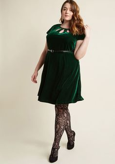 <p>As you stand at the podium in this deep green dress, the crowd below falls to a hush. As you call attention to the charitable contributions offered by your team, you may not realize how beautifully you glow in the vintage-inspired velvet, keyhole-accented neckline, and black faux-leather belt of this pocketed A-line - a ModCloth namesake label look that brings added brilliance to the evening's event!</p>