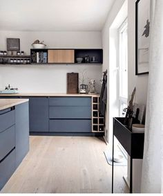 36 Soft Grey Kitchen with Brass and Timber Accents Ideas - grhaku Grey Kitchen Designs, Interior Design Living Room, Modern Grey Kitchen, Black Kitchens, Home Kitchens, Kitchen Chandelier, Cuisines Design, Home Renovation, Home Furnishings