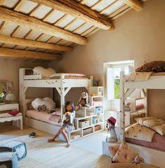 00365130. Habitación infantil rústica con literas y vigas 00365130