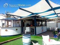 """Caseta modular desmontable en color blanco y azul. Chiringuito """"La Pinta"""", Puerto Deportivo de Garrucha, Almería by NavarrOlivier.com"""