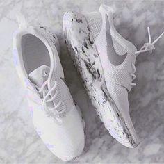 nike, white, and shoes Bild