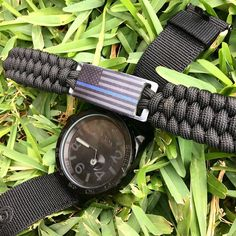 Show your support for law enforcement with this thin blue line paracord bracelet! In stock on our website now!