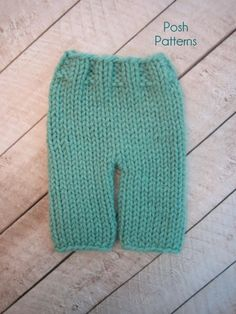 Easy knit baby pants pattern. #knittingpattern #diy #poshpatterns