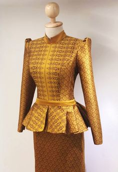 Thai Traditional Dress, Traditional Fashion, Traditional Outfits, African Print Fashion, African Fashion Dresses, African Dress, Stylish Blouse Design, Thai Dress, Custom Dresses
