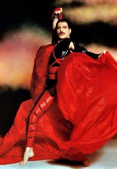 frankygonzo: Freddie Mercury - random thoughts: queen, life, and everything Queen Freddie Mercury, Freddie Mercury Last Photo, Freddie Mercury Tattoo, John Deacon, Freddie Mecury, Roger Taylor, Queen Love, Queen Of Everything, Queen Photos