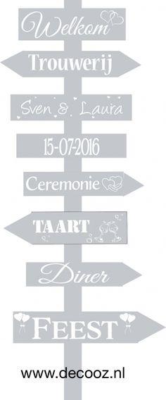 Wegwijspaal, trouwpaal, geboortebord, trouwbord, bord met pijlen, wegwijsbord, wegwijzer, bewegwijzering