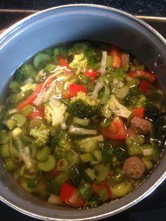 Zelfgemaakte groentesoep met bio runderballetjes