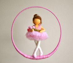 Niños Waldorf móvil inspirada aguja de fieltro muñeca por MagicWool