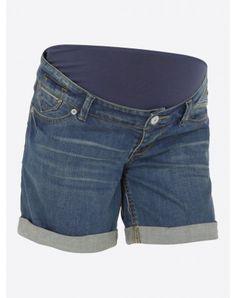 Difficile de résister à ce short en jeans pour femme enceinte. Il est idéal  en été pour bien vivre sa grossesse en étant parfaitement à la mode ! 74dcd51743e