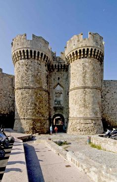 """travelingcolors: """" Rhodes island, Greece - the old medieval city walls and its Sea Gate (by sanguedolces) """" Chateau Medieval, Medieval Castle, Santorini, Chateau Moyen Age, Rhodes Island Greece, Castle Pictures, Templer, Beautiful Castles, Knights Templar"""