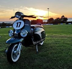Moped Motorcycle, Scooter Motorcycle, Italian Scooter, Vespa Lambretta, Motor Scooters, Italian Beauty, Mopeds, Vintage Art, Motorcycles