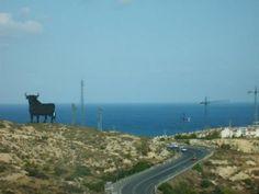 Toro de Fuengirola, Málaga.    http://www.blogodisea.com/2012/historia-del-toro-de-osborne/publicidad-anuncios/