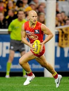 Elite athletes such as Gold Coast Suns star Gary Ablett are better at interpreting visual information.