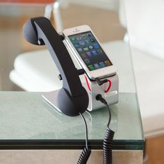 The POP DESK consists of the original retro POP handset with a stand specifically designed for your mobile or smartphone to free desk space.
