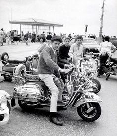 Celebrating the Mod culture Piaggio Vespa, Lambretta Scooter, Vespa Scooters, Vintage Bicycles, Vintage Motorcycles, Scooter Bike, Scooter Garage, Motor Scooters, 60s Mod